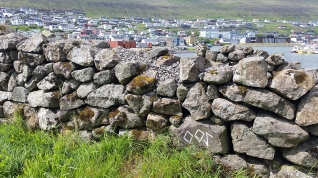 Documentation of 'Trace drawing' Inguz, Inguz, Eihwaz in Klaksvík, photograph by Martin Drury