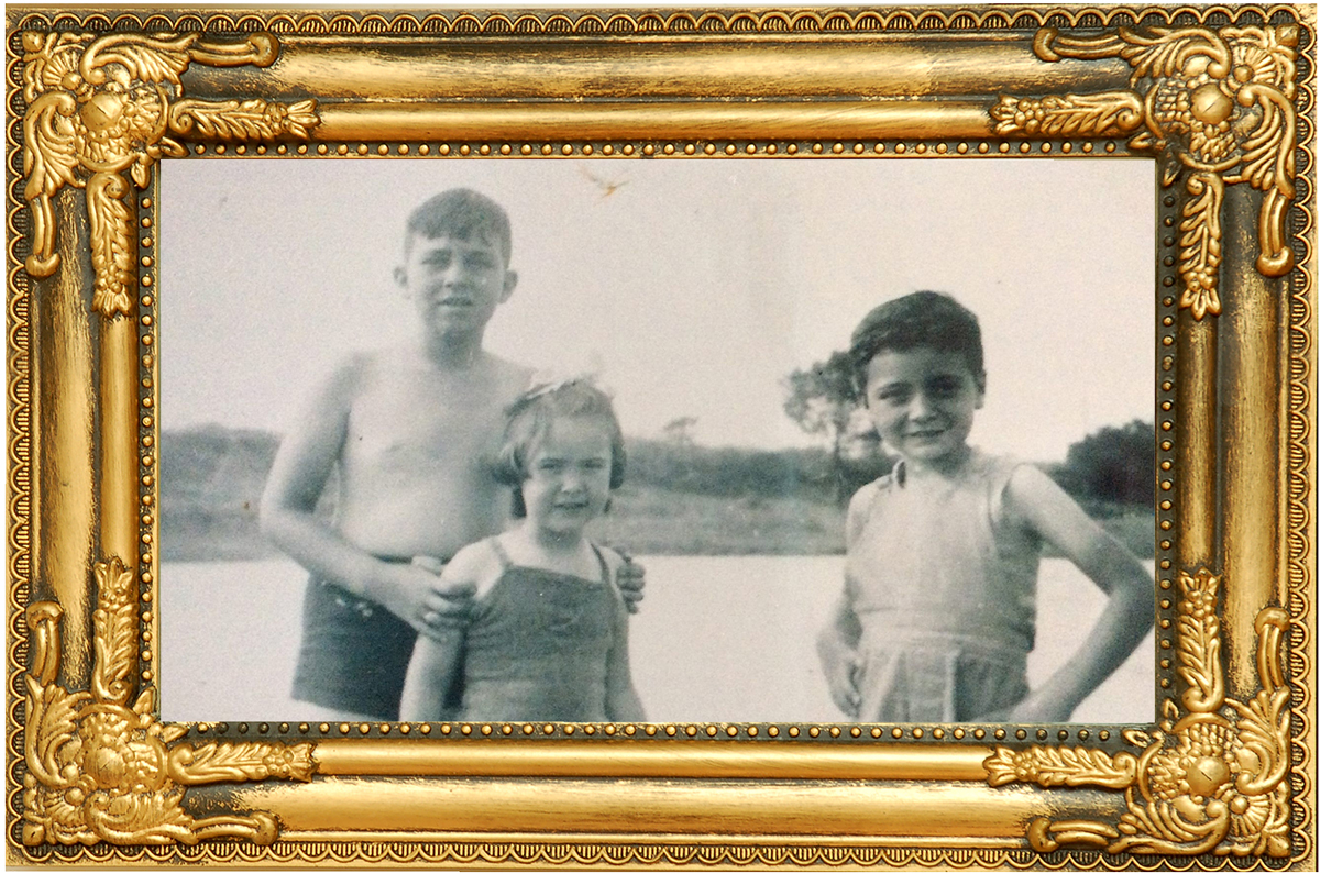Four Generations at the Coast : Waters of the Past